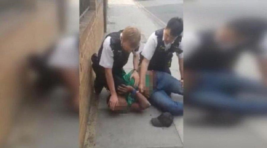 بالفيديو.. حادثة فلويد تتكرر في بريطانيا