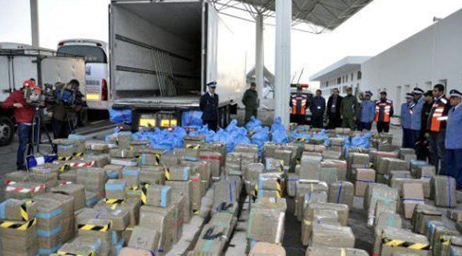 هرّب 423 طنا من المخدرات إلى أوروبا.. بارون يفجرها أمام محكمة جرائم الأموال