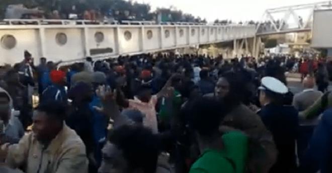مواجهات جديدة بين مهاجرين وشباب درب الكبير في ولاد زيان والأمن يتدخل