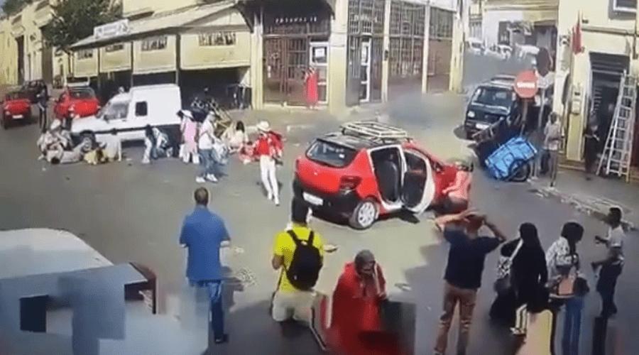 بالفيديو.. لحظة دهس قاصر لسياح صينيين بفاس ت
