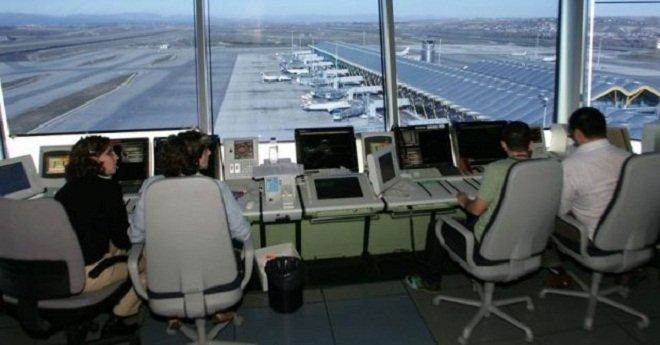 تقنيو الملاحة الجوية يصرون على مواصلة الإضراب واحتجاجاتهم تربك المطارات