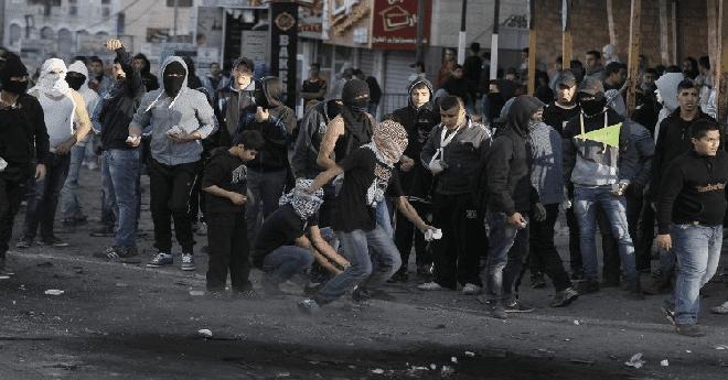 فلسطينيون يشتبكون مع الشرطة الإسرائيلية بعد صلاة الجمعة