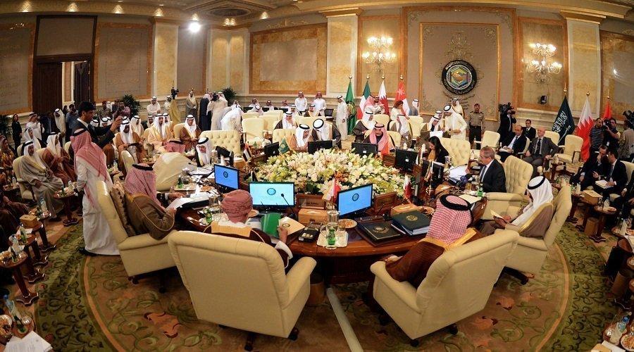 أمير قطر يغيب والأزمة الخليجية تخيّم على قمة مجلس التعاون في الرياض