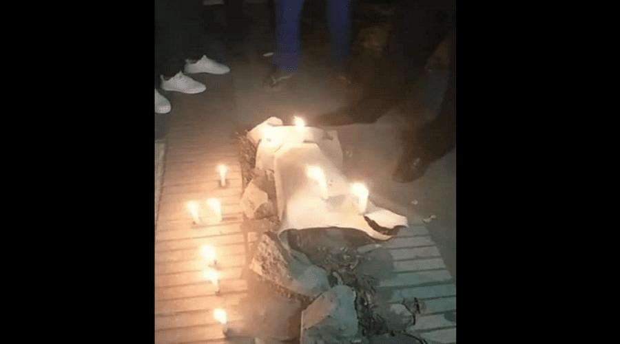 بالفيديو.. مواطنون يحتفلون بمرور سنة على سقوط عمود كهربائي