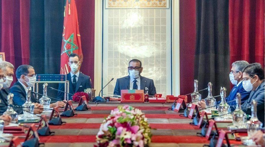 الملك يصادق في اجتماع المجلس الوزاري على قوانين تخص المجال العسكر