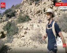 وحيد في الطبيعة يزور دار الضيافة في قرية تامراغت للاكتشاف شواطئ منطقة أڭادير