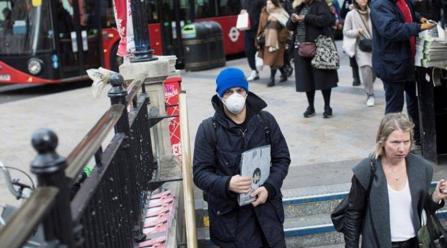 بريطانيا تُغيّر تصنيف كورونا من وباء خطير إلى مرض عادي