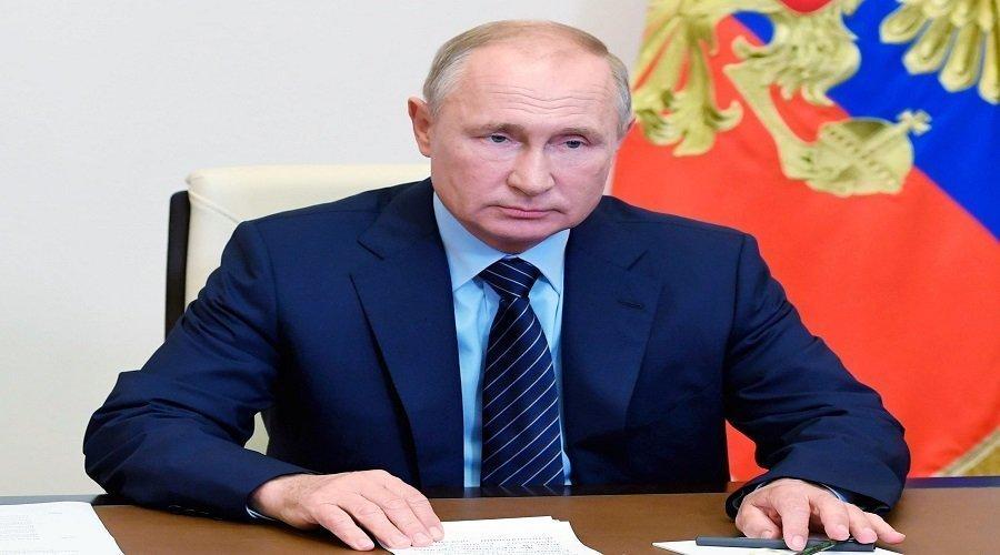 بوتين يحقن ابنته بلقاح كورونا ويعلن أن روسيا طورت أول لقاح ضد الفيروس
