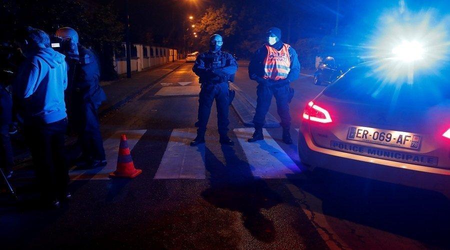 السلطات الفرنسة تكشف هوية منفذ جريمة قطع رأس مدرس