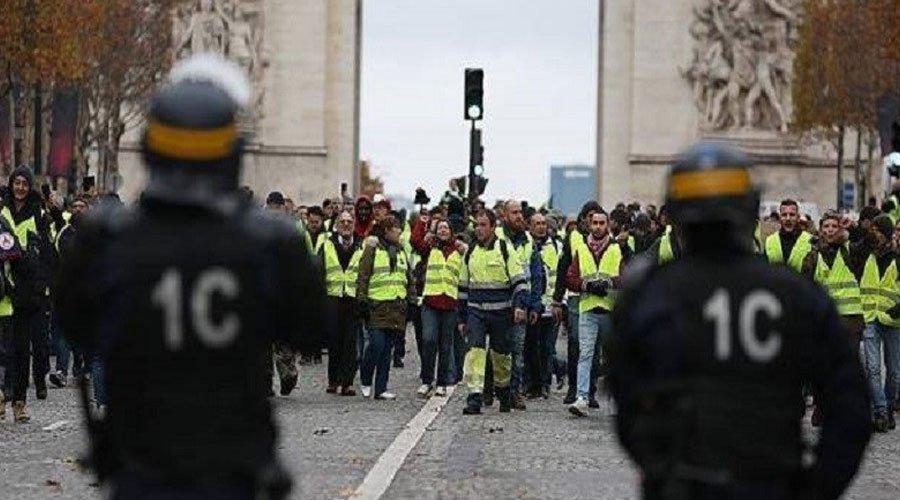 """حاكم باريس العسكري يهدد بإطلاق النار على محتجي """"السترات الصفراء"""""""