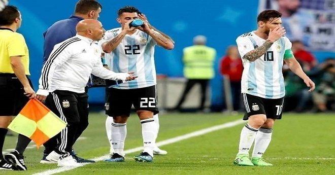 بالفيديو.. مدرب الأرجنتين يستأذن ميسي قبل إدخال أغويرو