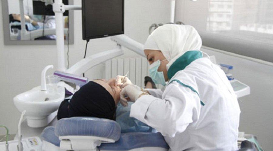 أطباء الأسنان يتوعدون وزير الصحة بمزيد من التصعيد