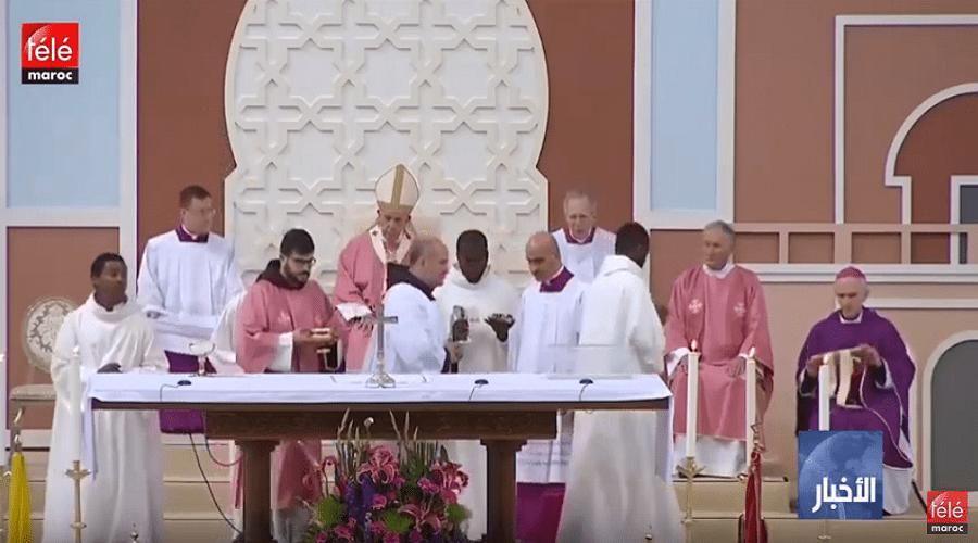 البابا فرانسيس يترأس حفلا دينيا حضره حوالي 10 آلاف شخص