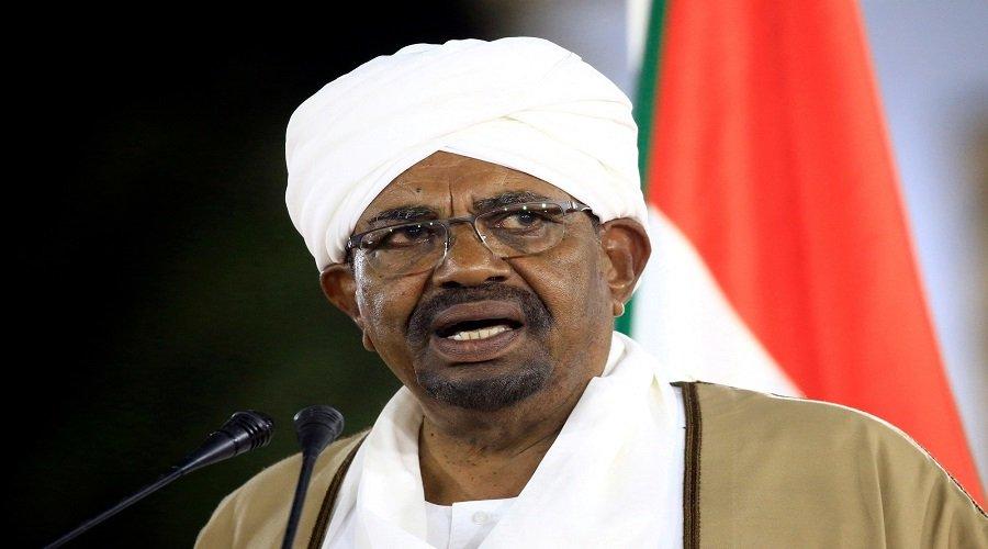 العثور على الملايين من العملة الصعبة في مقر إقامة الرئيس السوداني المخلوع