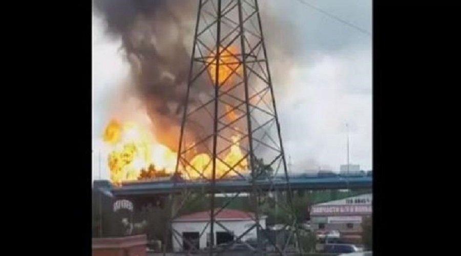 بالفيديو.. حريق مهول يلتهم محطة للطاقة الحرارية بروسيا