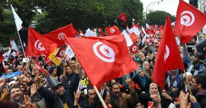 الجيش التونسي ينتشر بالمدن وسط تصاعد موجة الاحتجاجات الاجتماعية