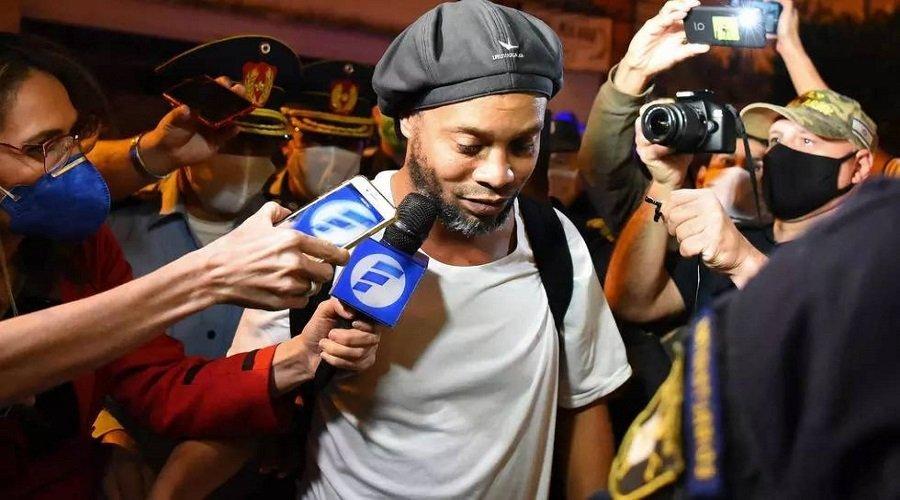 90 ألف دولار تخرج رونالدينيو وشقيقه من السجن