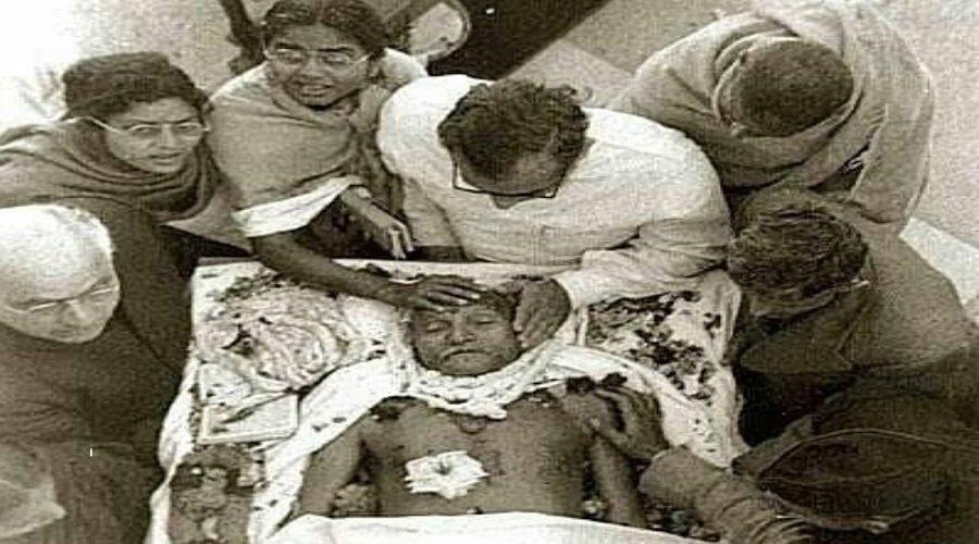 """الصوم حتى الموت: هندوسي يقتل """"الروح العظيمة"""" لغاندي"""