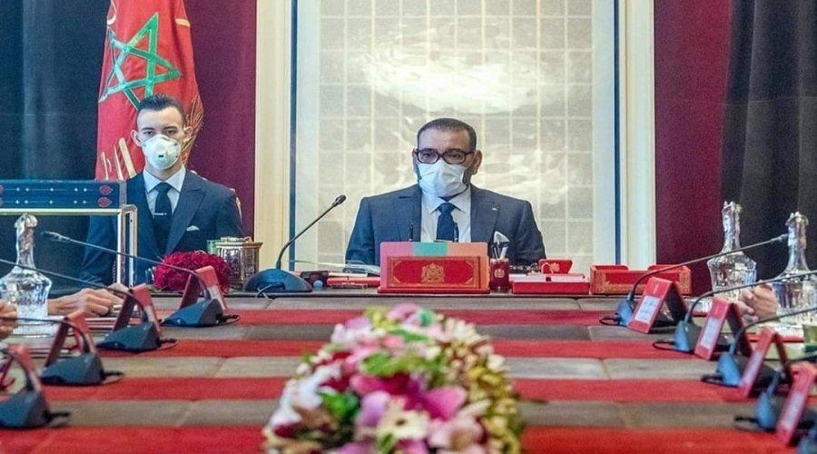 الملك يترأس مجلسا وزاريا ويستفسر وزير الصحة عن لقاح كورونا