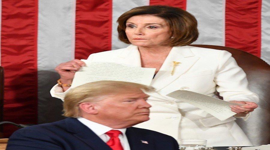 بيلوسي تحاصر ترامب لعزله بالقوة