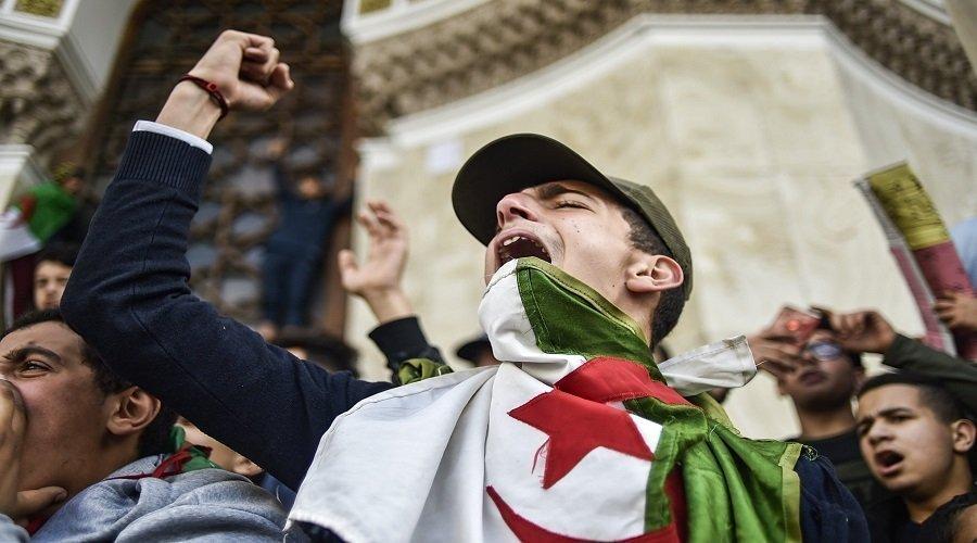 الحراك الجزائري .. تدهور الحالة الصحية لمعتقلين خاضوا إضرابا عن الطعام