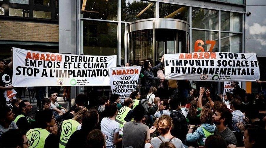"""محتجو """"السترات الصفراء"""" يهاجمون أمازون ويتهمونها بـ""""تدمير الوظائف"""""""