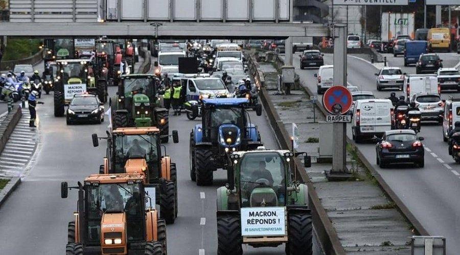الجرارات تغزو شوارع باريس