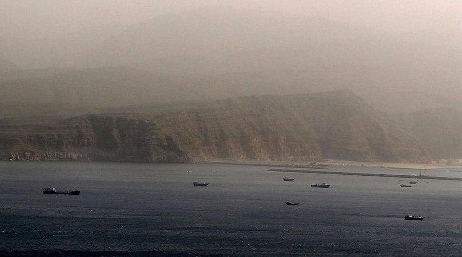 بريطانيا تتهم قوارب إيرانية بمحاولة احتجاز ناقلة نفط في الخليج