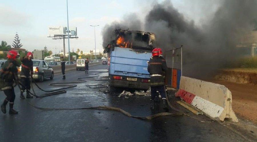 """اندلاع حريق مهول بإحدى حافلات """"نقل المدينة"""""""