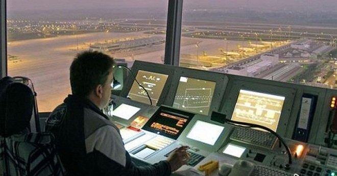 تقنيو الملاحة الجوية يواصلون إضرابهم بالمطارات داعين لتطبيق التعليمات الملكية