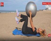 رياضة اليوم: تمارين لشد عضلات البطن باستعمال الكرة المطاطية