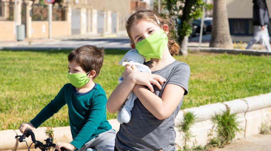 هل الأطفال ملزمون بإرتداء الكمامة؟