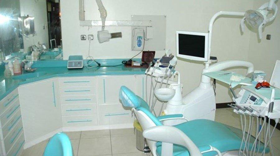 الشرطة تحقق في وفاة شاب داخل عيادة طبيب أسنان