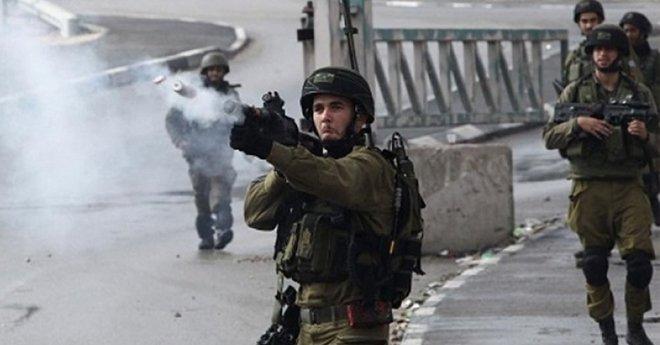 قوات الاحتلال الاسرائيلي تعتقل شابا فلسطينيا من داخل سيارة إسعاف