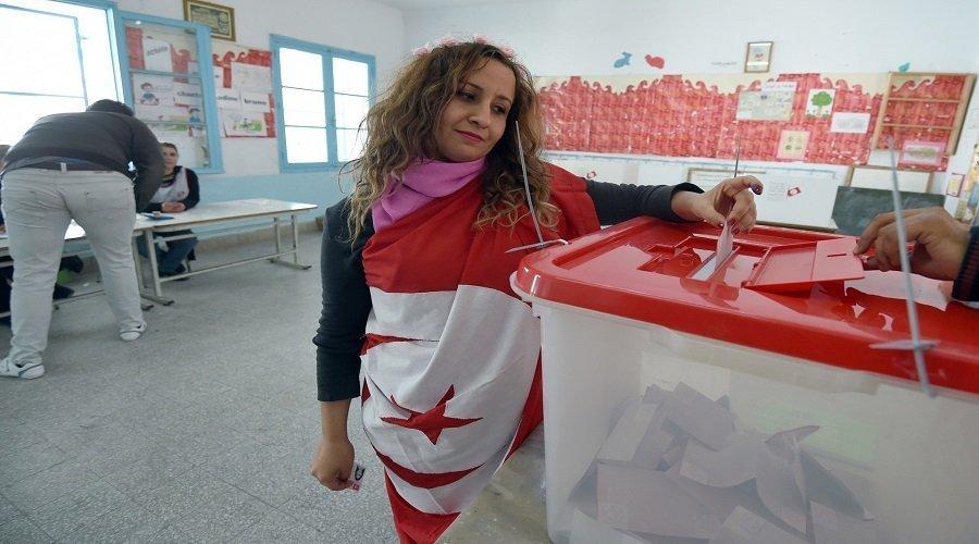 تونس.. بدء التصويت في الانتخابات الرئاسية وانسحاب مرشحين في اللحظات الأخيرة