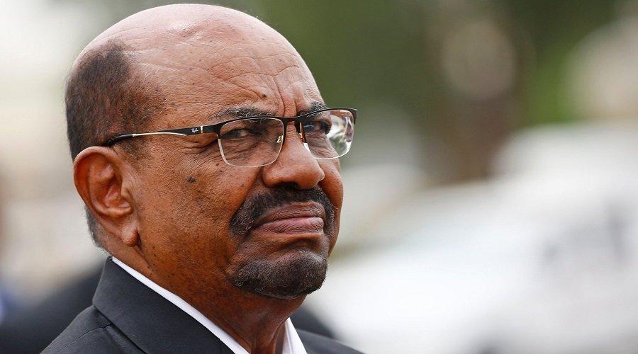 المجلس العسكري السوداني ينقل عمر البشير من الإقامة الجبرية إلى السجن
