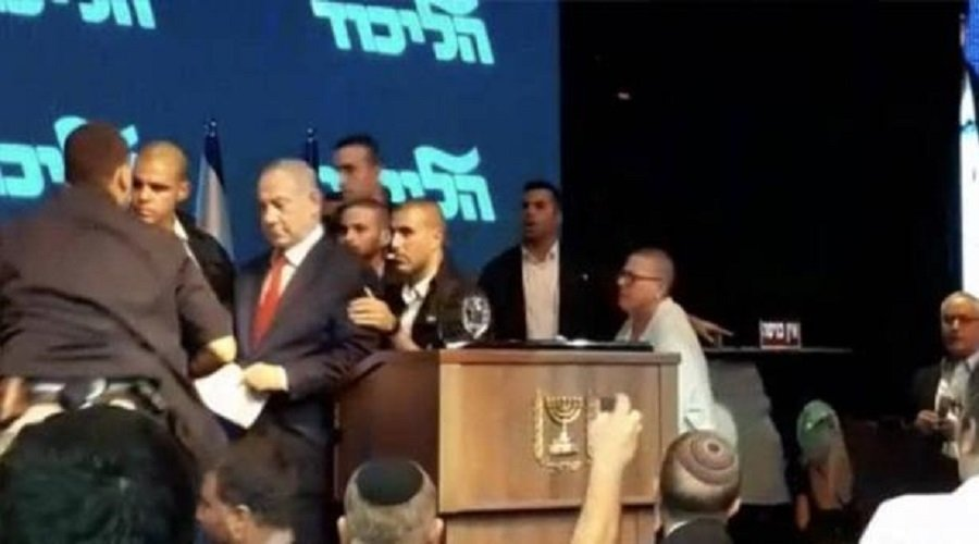 بالفيديو.. لحظة إجلاء نتانياهو من تجمع بعد إطلاق صاروخ من غزة