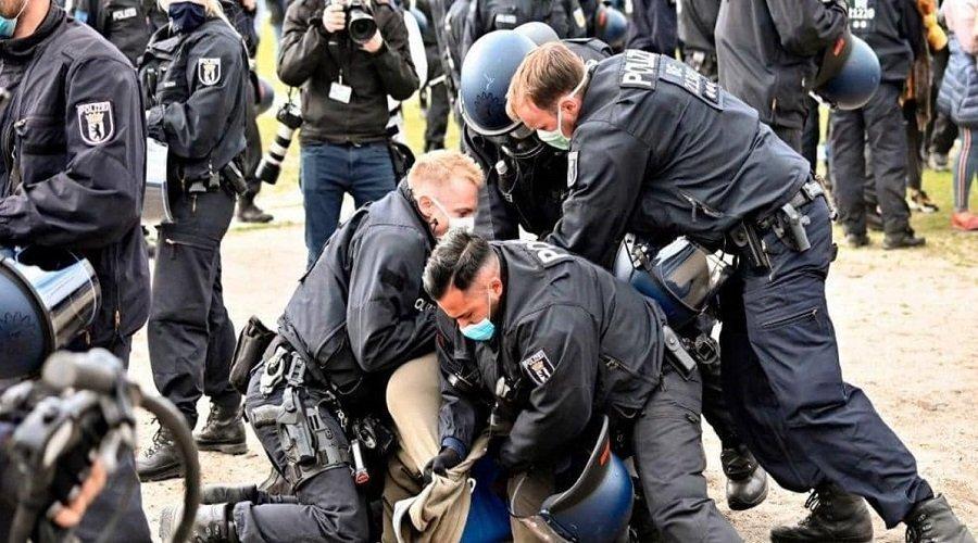 احتجاجات ضد قيود كورونا بألمانيا وميركل تحذر