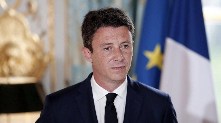 فيديو جنسي يسقط مرشح حزب ماكرون لمنصب عمدة باريس