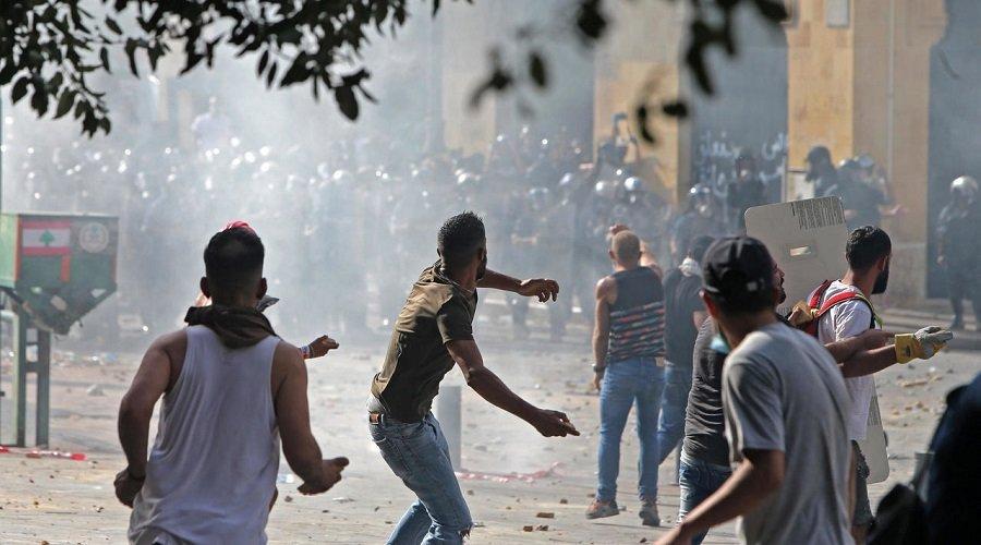 """مقتل عنصر أمني وإصابة العشرات في احتجاجات """"يوم الحساب"""" بلبنان"""