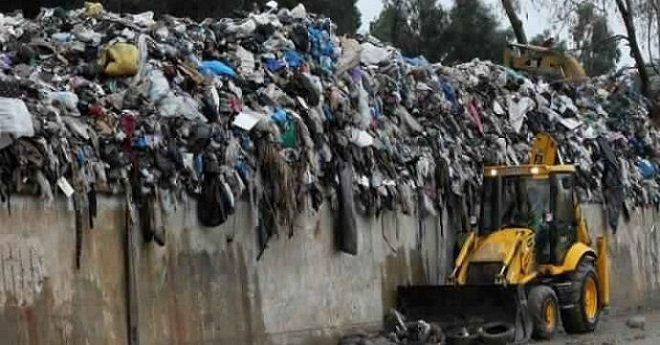 تقرير برلماني يدعو الحكومة لاتخاد قرار عاجل بخصوص شحنة النفايات الإيطالية