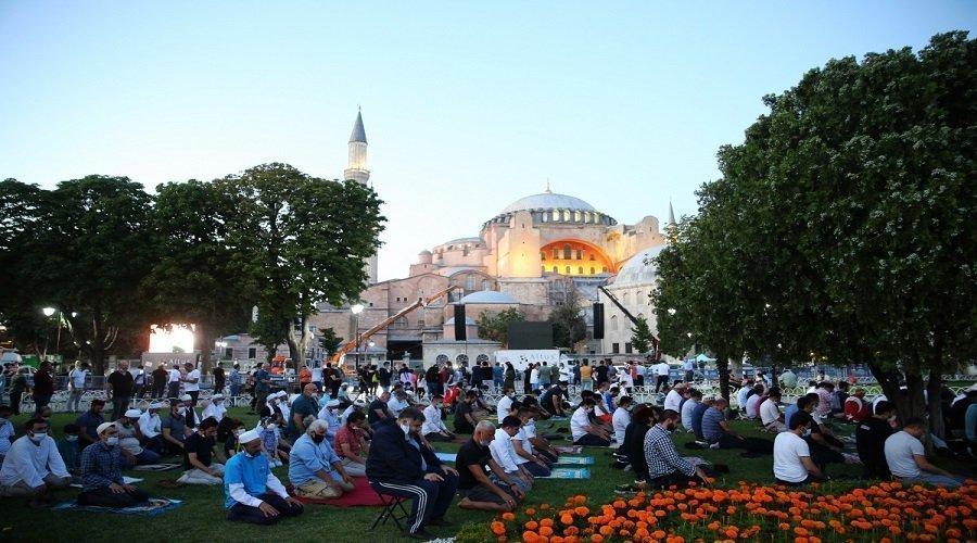 أول صلاة جمعة بمسجد آيا صوفيا منذ 86 عاما