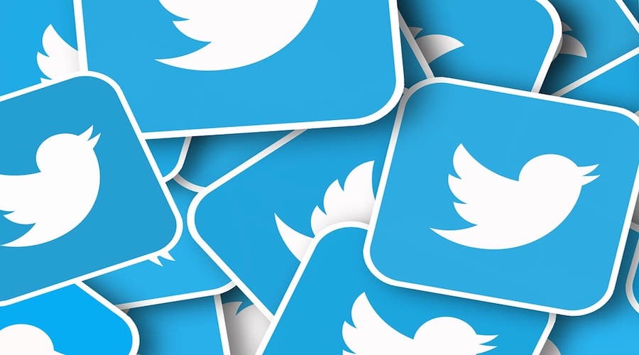 """تويتر يزيل 70 ألف حساب لحركة """"كيون آنون"""" المؤيدة لترامب"""