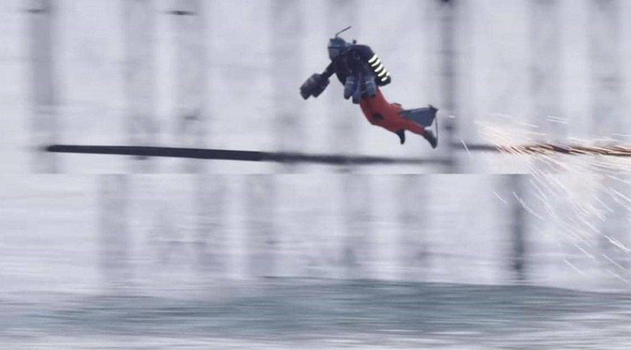بالفيديو.. الرجل الطائر يسجل رقما قياسيا جديدا