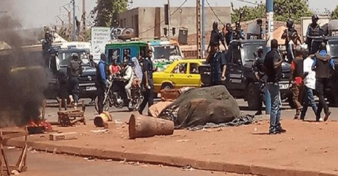 تخريب السفارة الجزائرية في مالي.. احتجاجا على الممارسات  ضد المهاجرين
