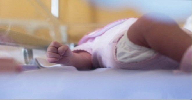 الأمن ينشر صورة المشتبه فيها باختطاف طفلة من المستشفى بالبيضاء (صورة)