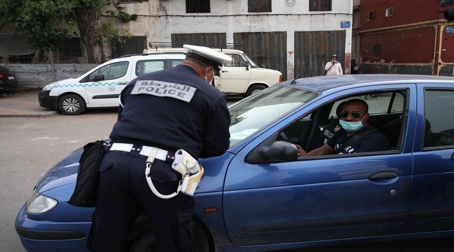 ارتداء الكمامة داخل السيارة.. مديرية الأمن تحسم الجدل