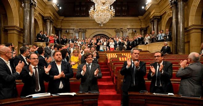 """القضاء الإسباني يقرر توسيع نطاق التحقيق مع قادة كاتالونيا """"الانفصاليين"""""""