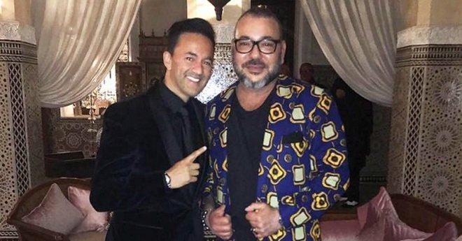 هدية ريضوان وفنانين مغاربة للملك بمناسبة عيد ميلاده