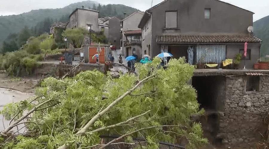 فيضانات مفاجئة تضرب جنوب فرنسا وتخلف خسائر كبيرة